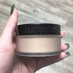 Laura translucent Setting powder brand new